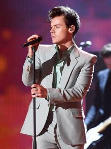 Harry-Styles-Performances-at-2017-Victorias-Secret-Fashion-Show-In-Shanghai-China-November-20-2017-6